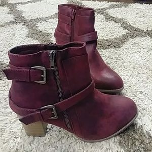Shoe Dazzle size 10 burgundy ankle booties NEW
